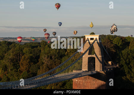 Bristol, UK, 11th August, 2018. Balloons flying over the Clifton Suspension Bridge after the first Mass Ascent from Bristol Balloon Fiesta 2018. Credit: Steve Davey/Alamy Live News. - Stock Image