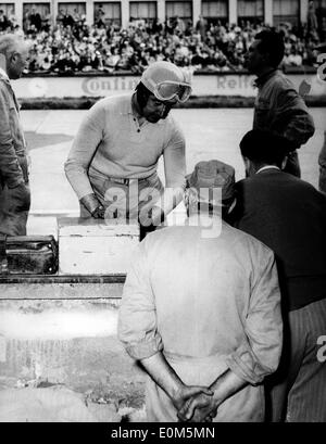 Jul 18, 1953; Nirburgring, Germany; Italian ALBERTO ASCARI at the pits during a race in Nirburgring. - Stock Image