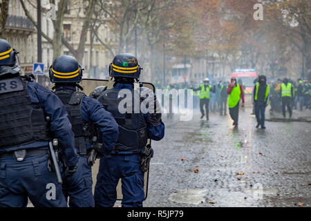 Paris, France. 1st December, 2018.  Police force waiting during the Yellow Vests protest against Macron politic. Credit: Guillaume Louyot/Alamy Live News - Stock Image