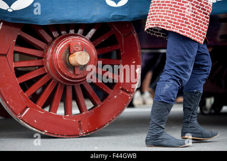 Man with Jika-tabi traditional Japanese boot red wooden wheel - Stock Image