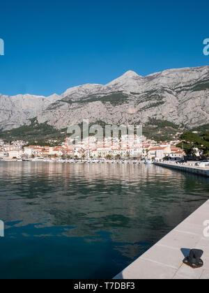 City Makarska below mountain Biokovo in Croatia on sunny day - Stock Image