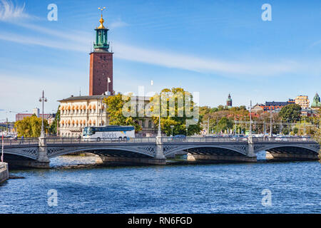 18 September 2018: Stockholm, Sweden - Vasabron, or Vasa Bridge, connecting Norrmalm to Gamla stan, the old town. The tower is Stockholm City Hall. - Stock Image
