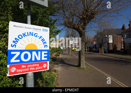 Hospital smoking-free zone sign at entrance to hospital - Stock Image