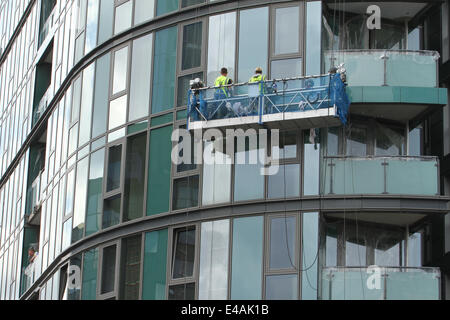 London, UK. 07th July, 2014. Window cleaners got on with their job on Stratford High Street before the Tour de France - Stock Image