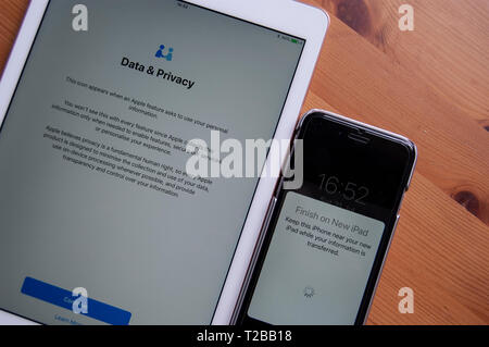 Apple Data & Privacy agreement when transferring personal account to a new iPad or iPhone - Stock Image