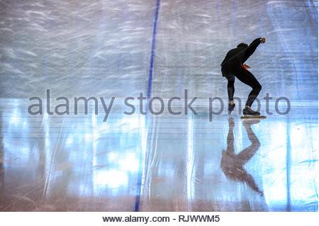 Athletic speed skater in training, practising at the start line - Stock Image