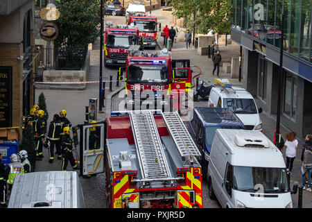 London, United Kingdom. 23 October 2018. Four fire engines and around 25 firefighters were called to a fire at a pub on Montague Close in London Bridge. There is a fire in the basement of the four-storey building. The Brigade was called at 1038. Fire crews from Dowgate, Dockhead, Whitechapel and Shoreditch fire stations are at the scene. The cause of the fire is not known at this stage. Credit: Peter Manning/Alamy Live News - Stock Image