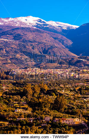 Lanjaron, Las Alpujarras, with the snowcapped Sierra Nevada Mountains above, Granada Province, Andalusia, Spain. - Stock Image
