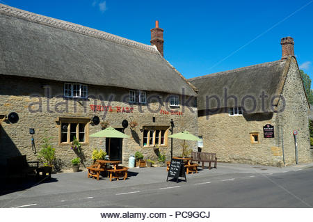 The White Hart - free house pub in the village of Yetminster in Dorset, UK. - Stock Image