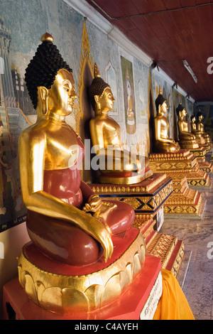 Thailand, Chiang Mai, Doi Suthep. Buddha statues line the cloister of Wat Phra That Doi Suthep. - Stock Image