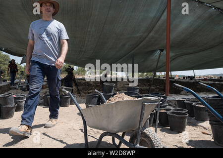Kiryat Gat, Israel. 8th July, 2019. Archaeologist Prof. KYLE KEIMER of Macquarie University in Sydney, Australia, codirects excavations which began in 2015 at the site of Khirbet a Rai in the Judaean foothills, between Kiryat Gat and Lachish. . Credit: Nir Alon/Alamy Live News Credit: Nir Alon/Alamy Live News Credit: Nir Alon/Alamy Live News - Stock Image