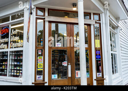 America, Charleston, South Carolina white wood corner store - Stock Image
