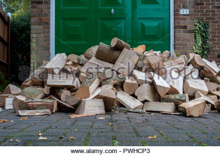 Ready for the log burner, a delivery of cut and seasoned hardwood, awairs stacking - Stock Image