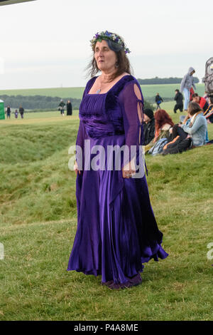 Stonehenge, Amesbury, UK, 21st June 2018,   Woman in purple at the summer solstice  Credit: Estelle Bowden/Alamy Live News. - Stock Image