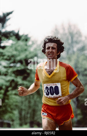 Frank Shorter competing in the 1979 Trevira Twosome - Stock Image