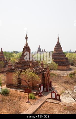 View of stupas and temples near Alotawpyae temple, Old Bagan and Nyaung U village area, Mandalay region, Myanmar, Asia - Stock Image