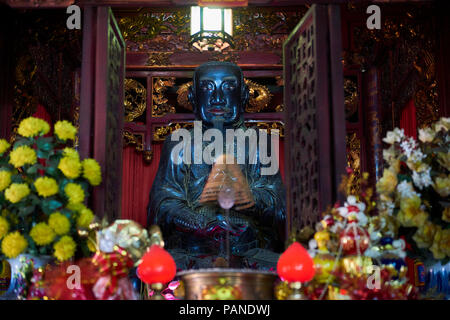 Large statue of Tran Vu inside Quan Thanh Taoist Temple in Hanoi, Vietnam. - Stock Image