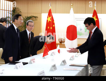 Tokyo, Japan. 17th May, 2019. Chinese top diplomat and Political Bureau member Yang Jiechi (L) and Chinese ambassador to japan Cheng Yonghua (2nd L) are greeted by Japanese Foreign Minister Taro Kono for their talks at Kono's office in Tokyo on Friday, May 17, 2019. Yang is now in Japan to hold talks with Japanese officials as Chinese President Xi Jinping will visit Japan for the G20 summit meeting in Osaka next month. Credit: Yoshio Tsunoda/AFLO/Alamy Live News - Stock Image