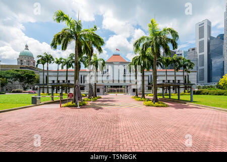 Singapore Parliament building in front of Singapore city downtown in background. - Stock Image