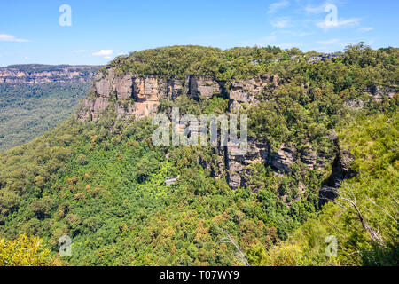 View of Jamison Valley and mountains from Wollumai lookout near Katoomba, Blue Mountains National Park, New South Wales, Australia. - Stock Image
