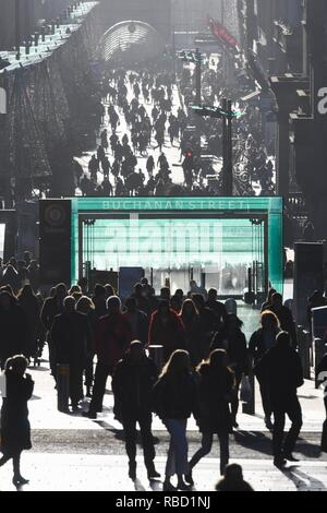 Glasgow, Scotland, UK. 9th Jan, 2018. UK weather - a bright cold day in Glasgow as shoppers enjoy the sunshine on Buchanan Street Credit: Kay Roxby/Alamy Live News - Stock Image