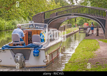Nnarrow Boat  Approaching Isis Lock, Oxford, UK - Stock Image