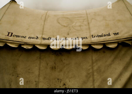 Replica Medieval campaign tent, 'O lord how are they multiplied that afflict me' - Stock Image