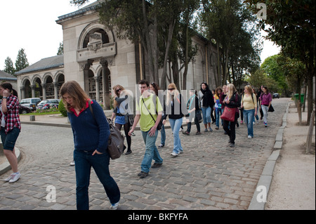 Teenagers Tourists Visiting Tombs in Pere Lachaise Cemetery, Paris France - Stock Image