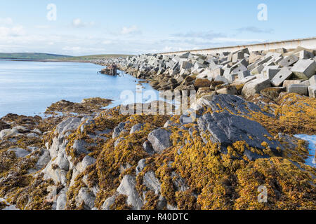 Churchill Barrier No 3 causeway, linking the islands of Glimps Holm and Burray, Orkney, Scotland, UK - Stock Image
