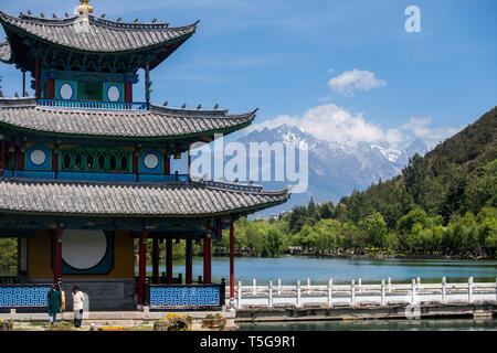 Lijiang, China's Yunnan Province. 22nd Apr, 2019. Tourists visit Heilongtan park in Lijiang, southwest China's Yunnan Province, April 22, 2019. According to local authority, tourism started to heat up when a faster train service was launched between Lijiang and provincial capital Kunming in early 2019. During the first season, Lijiang welcomed 12.325 million arrivals and saw a total revenue of 25.637 billion yuan, up 21.5 percent and 15.13 percent respectively than the previous year. Credit: Hu Chao/Xinhua/Alamy Live News - Stock Image