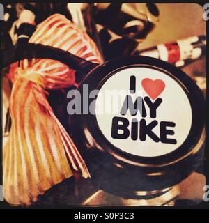 Bike bell and bow on bicycle - Stock Image