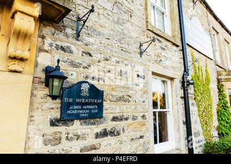 The Wheatsheaf pub Carperby Yorkshire, James Herriot's honeymoon stay 1941, Yorkshire pub, Yorkshire pubs, UK pubs, UK pub, James Herriot, pub, pubs, - Stock Image