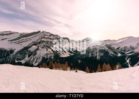 Sunrise over the snow-capped mountain landscape in the Canadian Rockies at Lake Louise near Banff National Park in Alberta, Canada - Stock Image