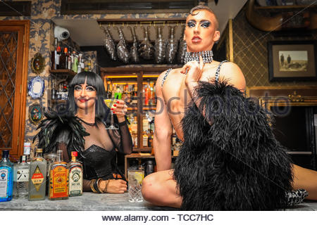 London, UK, 07th June 2019. For the upcoming World Gin Day this Saturday, 8th June, glamorous international cabaret star, Bernie Dieter, who is currently shaking up the Southbank with Little Death Club, mixes things up behind the bar and celerates with contortionist Beau Sargent, at Mr Foggs Gin Parlour in Covent Garden, London. Credit: Imageplotter/Alamy Live News - Stock Image