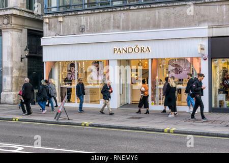 A branch of Pandora Danish jewellers on Oxford Street, London. - Stock Image