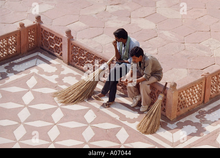Sweepers at the Taj Mahal, Rajasthan, India - Stock Image
