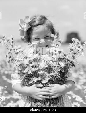 1930s SMILING HAPPY LITTLE GIRL LOOKING AT CAMERA HOLDING A BIG BUNCH OF FRESHLY PICKED DAISIES FLOWERS - f6046 HAR001 HARS NATURE COPY SPACE FRIENDSHIP HALF-LENGTH CONFIDENCE EXPRESSIONS B&W DAISY SUMMERTIME EYE CONTACT BRUNETTE DAISIES FRESH HAPPINESS CHEERFUL EXCITEMENT PRIDE PICKED SMILES BUNCH JOYFUL FRESHLY GROWTH JUVENILES SPRINGTIME BLACK AND WHITE CAUCASIAN ETHNICITY HAR001 OLD FASHIONED - Stock Image