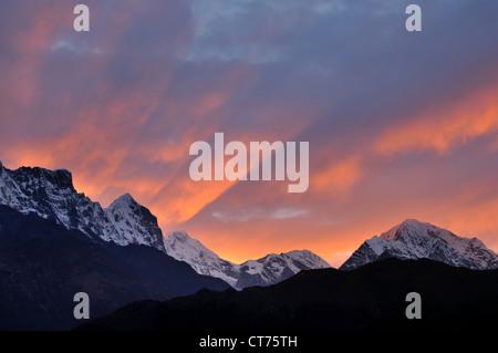 Kongde Ri mountain range in Nepal at twilight - Stock Image
