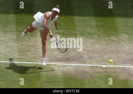 London, UK. 13th July, 2019.London, UK. 13th July, 2019. The All England Lawn Tennis and Croquet Club, Wimbledon, England; Wimbledon Tennis Tournament, Day 12; Simona Halep (rom) serves to Serenea Williams (usa) during the womens singles final match Credit: Action Plus Sports Images/Alamy Live News - Stock Image