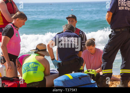 man rock fishing was rescued  at Palm Beach Sydney, surf rescue lifeguards and fire brigade  provide oxygen and CPR until ambulance arrive. - Stock Image
