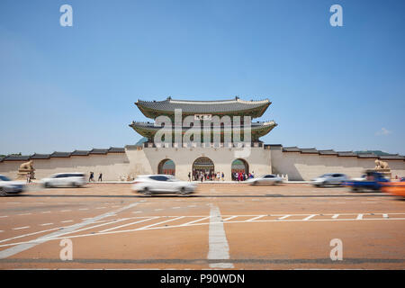 Motion blurred traffic at the entrance to Gyeonghoeru Palace in Seoul, South Korea. - Stock Image