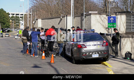 Toronto, Canada. 23rd Apr, 2018. News media reporters gather outside Emergency entrance of Sunnybrook Health Sciences Centre where 10 victims injured by Alex Minassian van attack are receiving treatments Credit: CharlineXia/Alamy Live News - Stock Image