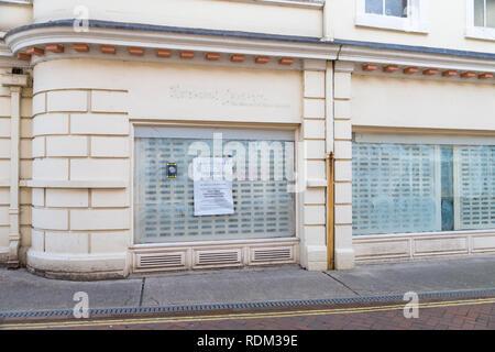 Ernest jones closed down store shop, ashford, kent, uk - Stock Image