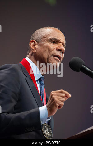 10/11/2018: Hutchins Center, Harvard University, Cambridge, MA. Kenneth I. Chenault, venture capitalist and former chief executive officer of American Express, speaking after receiving a W.E.B. Du Bois medal.  Chenault was one of eight African Americans to receive the medal for their contribution to African and African American history and culture at Harvard University in Cambridge, Massachusetts, USA. - Stock Image