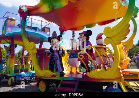 Mickey and Minnie Mouse on a parade at Disneyland Paris - Stock Image