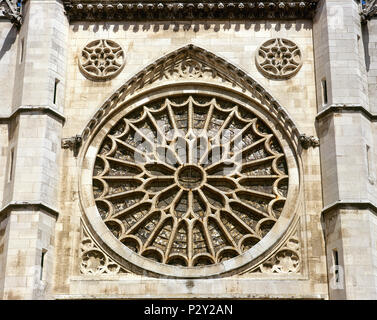 Leon, Castile and Leon, Spain. Saint Mary's Cathedral.13th-14th century. Main facade. Rose window. Gothic style. Its design is atributed to the Master Enrique. - Stock Image