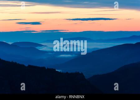Foggy sunrise over Rodopi mountain, Bulgaria. Mountain landscape. - Stock Image