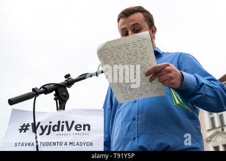 Hradec Kralove, Czech Republic. 16th May, 2019. Student protest to support democracy, constitution and independent judiciary #VyjdiVen (get outside) in Hradec Kralove, Czech Republic, May 16, 20149. Credit: David Tanecek/CTK Photo/Alamy Live News - Stock Image