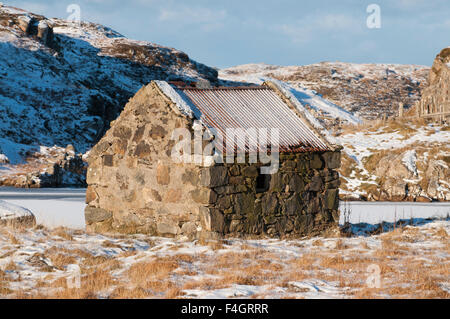 A small shieling or bothy shelter - Stock Image