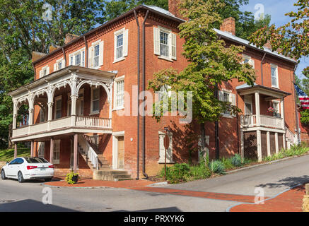 JONESBOROUGH, TN, USA-9/29/18:  Mansion House, an Inn,  was built in 1843, serving travelers on the Great Stage Road. - Stock Image